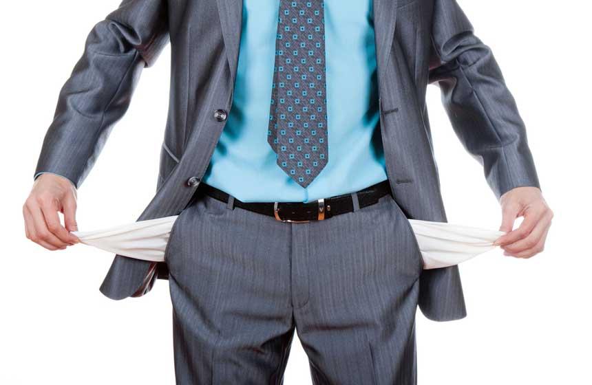 persona-sin-dinero-en-traje