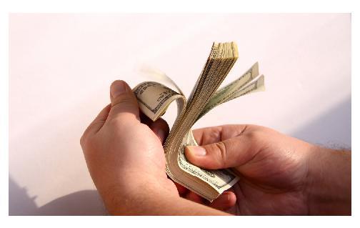 no puedes dejarde pretarlo dinero a alguien que teq quiere asustar