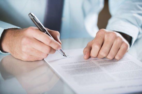 firma-contrato-de-trabajo-honorarios